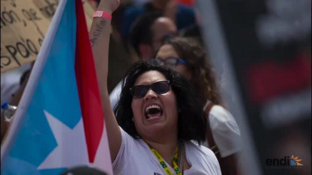 Estudiantes marchan en defensa de la UPR