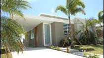 La exitosa comunidad Palacios de Humacao presenta su más reciente etapa, Palacios del Mar, que ofrece residencias terreras, de tres habitaciones, con uno o dos baños, bellas, cómodas y a precios asequibles.