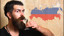 Los motivos, el brindis y con qué acompañar a la bebida de los zares.