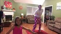Papá y nena se roban el show en YouTube