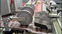 Por primera vez, para el año 593 en China, se reprodujo la primera impresión en Xilografía de forma múltiple, dibujo y textos. Siglos mas tarde, Johannes Gutenberg revolucionó la impresión. Hoy día en Puerto Rico, Advanced Graphic Printing ha convertido el proceso de la impresión en uno mas ágil y exacto.