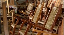 Artesanía Muebles La Cialeña por generaciones responsables de la restauración y creación de muebles de enea.