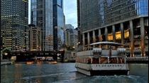 Natasha Martínez nos presenta un entretenido paseo en bote en las aguas del Chicago River, donde nos presenta su arquitectura además de impresionantes visuales de los rascacielos de esta hermosa ciudad.