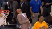 Stephen Curry goza en el juego de anoche
