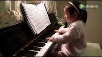 Talentosa pianista de tres años deslumbra con su talento