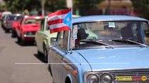 Desfile de comparsas y carrozas en la calle Loíza