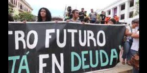Marchan en contra de la Junta de control fiscal