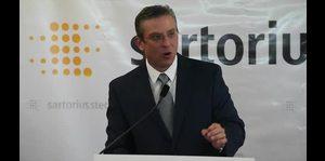 Gobernador habla del aumento en la tarifa de la AEE