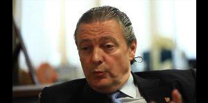 Richard Carrión frustrado con el estado al que los políticos llevaron al país