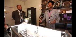 Visita a una tienda especializada en la venta de productos hechos de cannabis