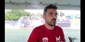 David Villa anota un gol con los niños de la Isla