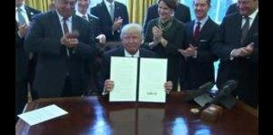 Trump firma orden ejecutiva que repele regulaciones federales