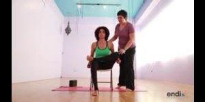 Maestra de yoga explica qué hacer para cuidar tu espalda