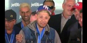 Yadier Molina ofrece emocionante discurso al llegar a Puerto Rico