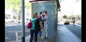 Messi y Cristiano se besan en grafiti previo al Clásico