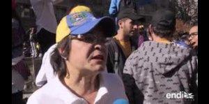 Cientos de venezolanos que viven fuera de su país protest...