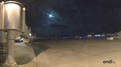 Bola de fuego ilumina el cielo