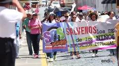 Marchan por los niños de educación especial