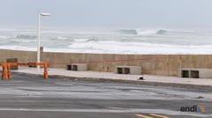 Las fuertes marejadas provocan el cierre de puente