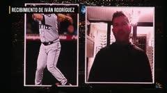 Jugadores felicitan a Iván Rodríguez