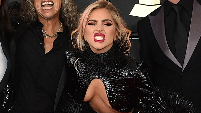 """Los """"looks"""" más locos de la alfombra roja de los Grammy"""