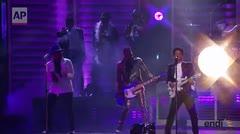 Bruno Mars realiza espectacular tributo a Prince