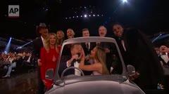 """Jennifer López se goza los Grammy en un """"carpool karaoke"""""""