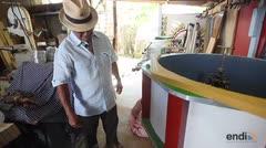 Artesano explica el proceso de elaborar picas