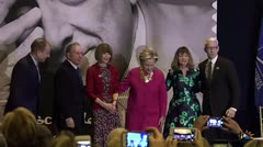 Clinton homenajea a Oscar de la Renta
