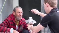 Mago alimenta a personas sin hogar en Brasil