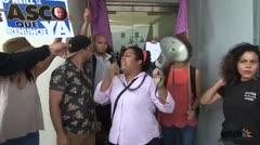 Manifestación contra alcalde de Guaynabo acaba en empujones