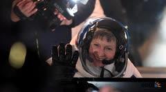 Peggy Whitson, la mujer con más caminatas espaciales