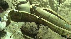 Descubren estatuas en tumba de Luxor en Egipto