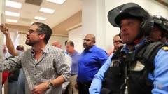 Representantes sindicales intentan entrar al Capitolio
