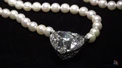 Subastan 'La Leyenda', enorme diamante con forma de corazón
