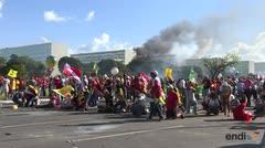 Temer llama al ejército tras violenta protesta en Brasilia