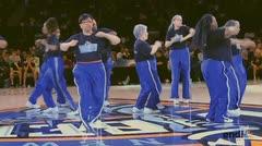 Cuarentonas se lucen bailando Hip Hop