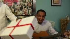 """Tito Trinidad le canta """"Despacito"""" a los papás"""