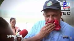Presidente de Costa Rica se come insecto en medio de una entrevista