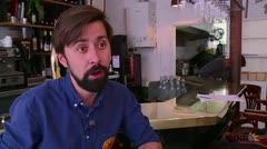Un refugiado sirio aprovecha las cocinas de París
