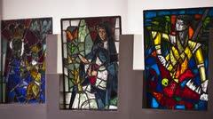 Donan vitrales de José Ferrer a la Iglesia San José