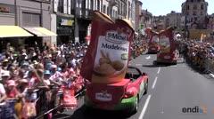 Las coloridas caravanas, el otro atractivo del Tour de Francia