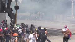 Violentos choques en nuevas manifestaciones en Caracas