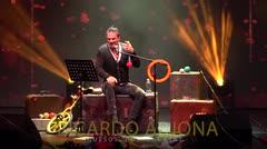 Ricardo Arjona: Quesos, cosas, casas