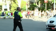 La autoridades evacúan Las Ramblas tras un ataque terrorista en Barcelona
