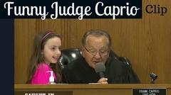 Un juez municipal de Rhode Island es una sensación en las redes sociales