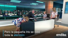 Una niña se roba el show en plena transmisión de un noticiario