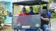 Thomas Rivera Schatz y Johnny Méndez visitan a las víctimas en Culebra