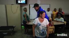 Alcalde de Cataño visita a sus refugiados