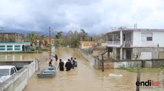 Impactante: en Loíza caminan por calles que parecen ríos